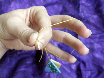 Learn how to do tatting with a shuttle